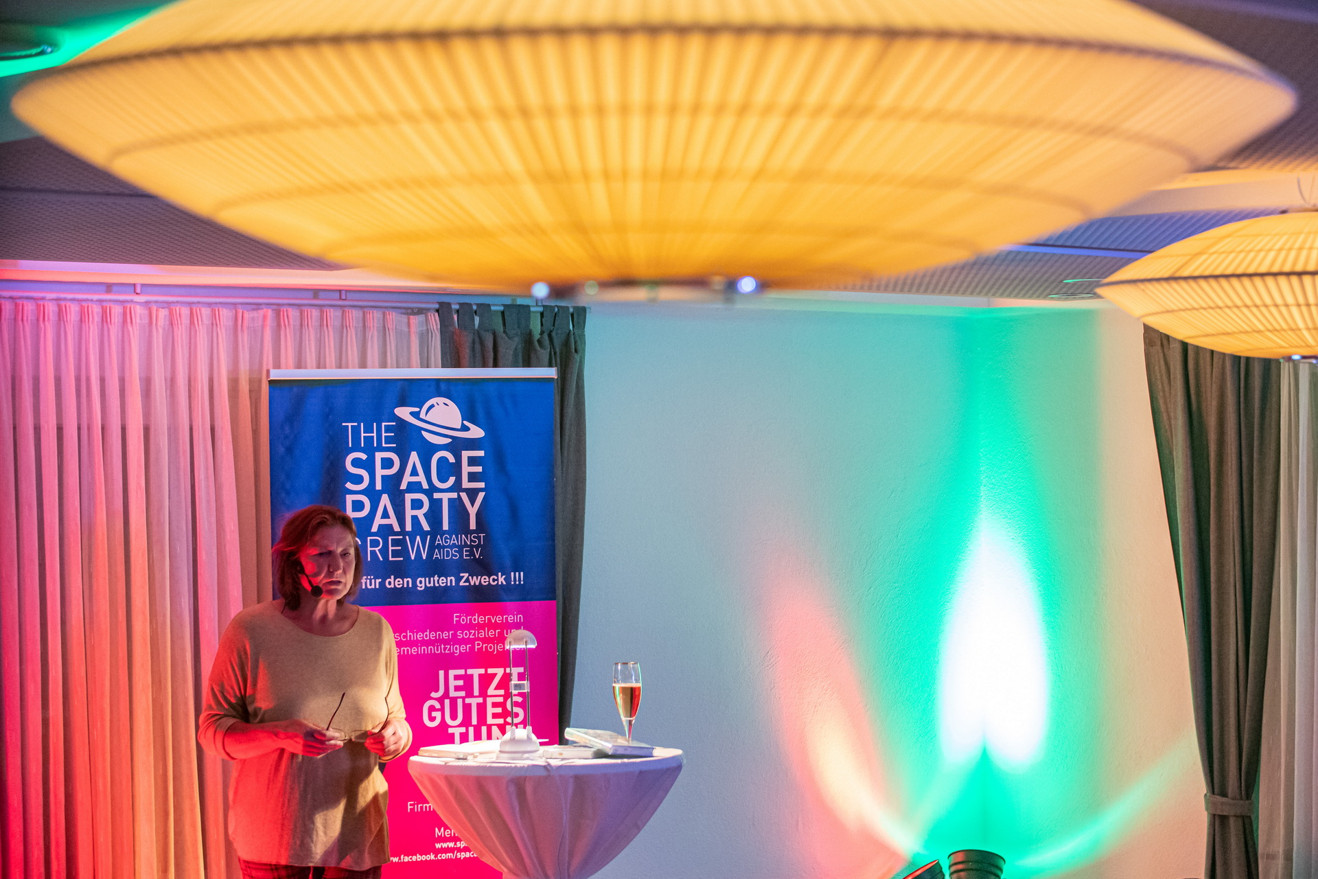 Lesung mit Birgit Fischer, achtmalige Olympiasiegerin im Kanusport, Veranstaltung der Space Party Crew against AIDS e.V., in Gaststätte zur krone, Wetzlar-Münchholzhausen, 28.09.2019. Foto: Christian Lademann